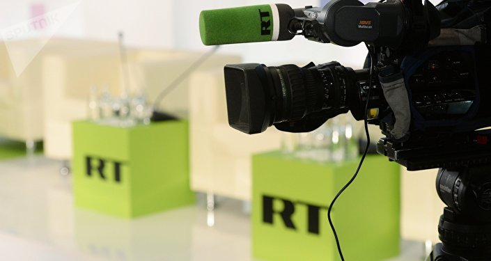 Un journaliste de RT filmant les manifestations à Paris arrêté par la police