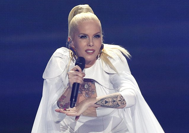 La chanteuse Svala