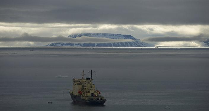 Le navire Andreï Ossipov part en expédition écologique vers l'archipel François-Joseph