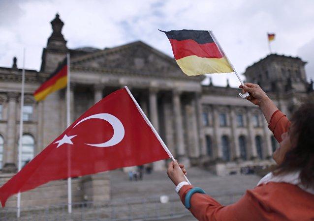 Drapeaux allemand et turc