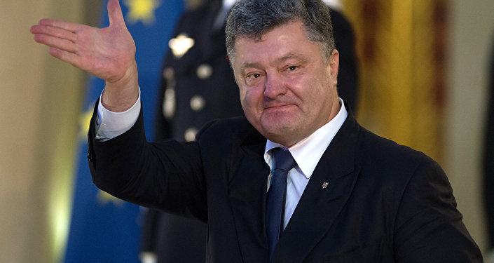 Porochenko a oublié de fermer ses comptes dans les réseaux sociaux qu'il a interdits