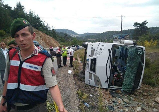 Un bus avec des touristes russes se renverse en Turquie, plusieurs blessés