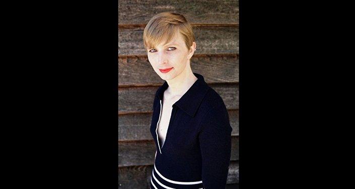 Chelsea Manning célèbre sa liberté en maillot de bain dans le Vogue