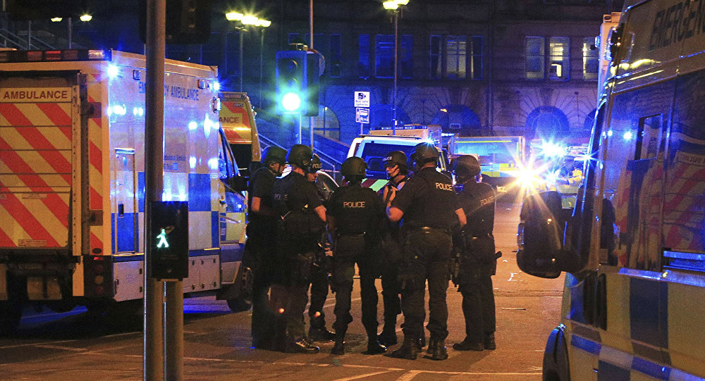 La police britannique près de la salle Manchester Arena