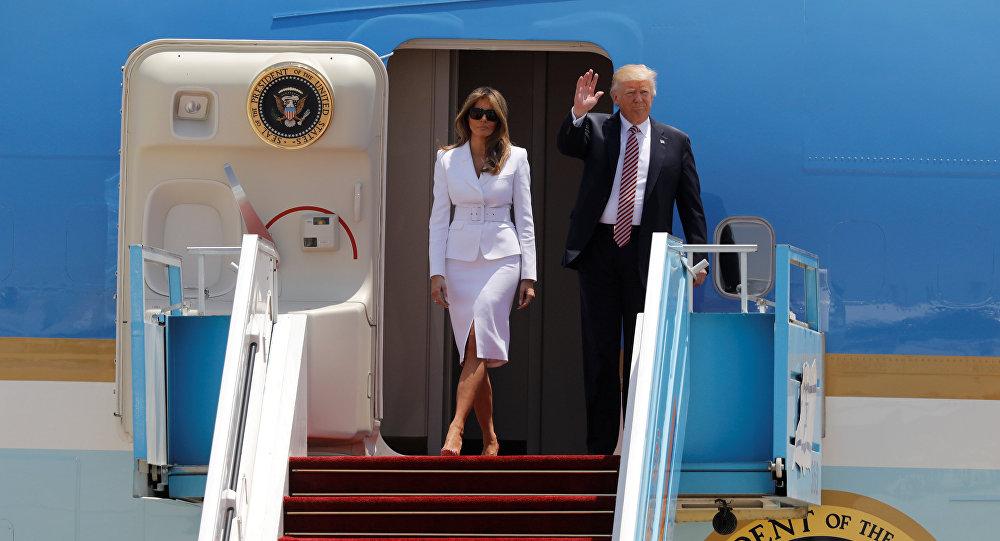 Déjà vu: Melania Trump rejette la main de son mari à Rome