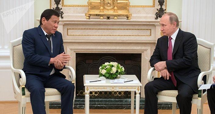 Rodrigo Duterte, lors de sa rencontre avec son homologue russe Vladimir Poutine