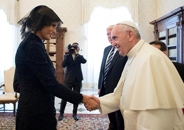 Potica ou pizza? Quand le Pape et Mélania Trump discutent cuisine