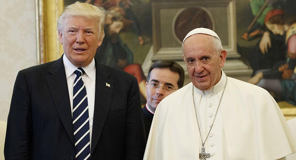 Trump fantôme et le Pape François triste: un rendez-vous qui a déchaîné le Net