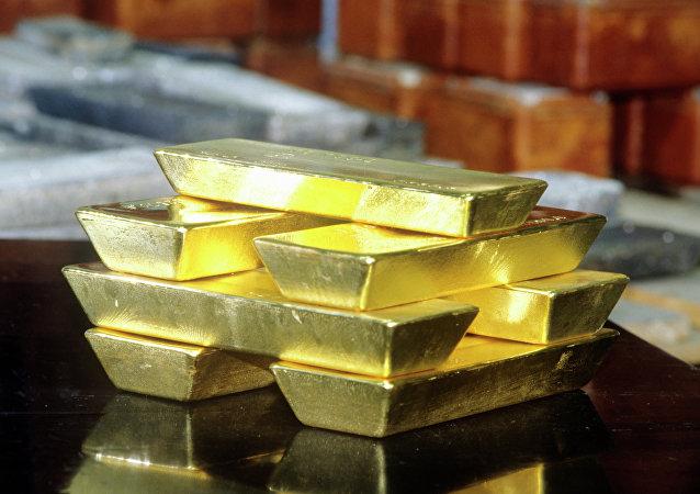 Une valise remplie de lingots d'or dérobée à un ex-footballeur hongkongais