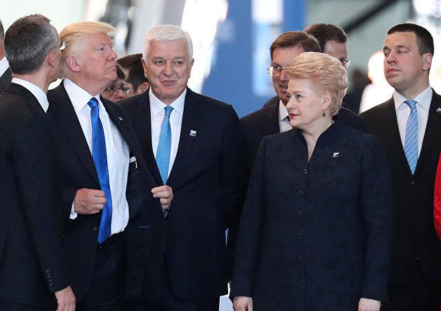 Donald Trump a bousculé le Premier ministre du Monténégro Duško Marković