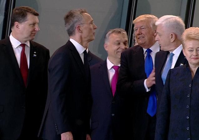 Dusko Markovic (deuxième à droite) et Donald Trump