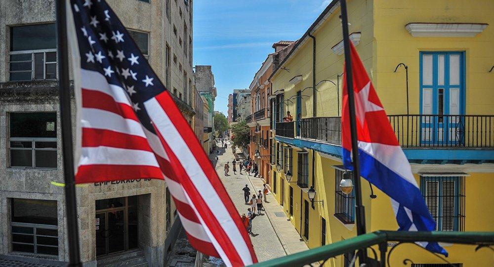 drapeaux de Cuba et des États-Unis