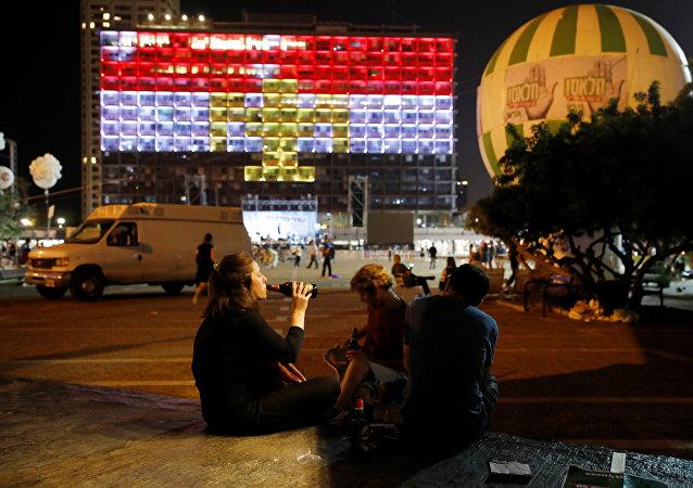 La mairie Tel-Aviv revêt les couleurs de l'Égypte en hommage aux victimes de l'attaque