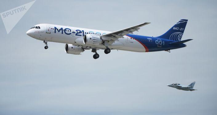 Le premier vol du nouvel avion de ligne russe MC-21
