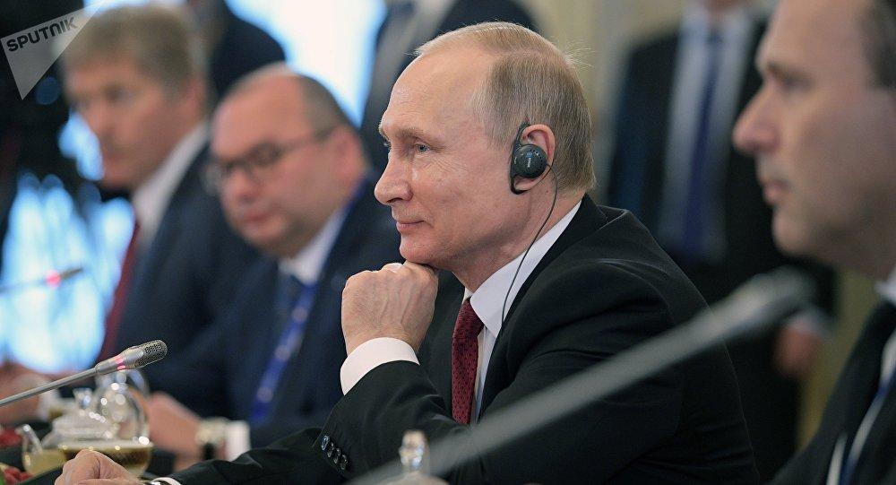Vladimir Poutine lors de l'ouverture du Forum économique international de Saint-Pétersbourg