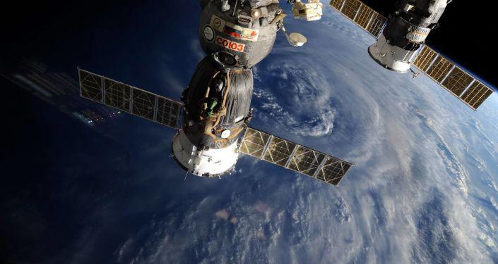 Le Soyouz transportant Thomas Pesquet et Oleg Novitski a quitté l'ISS (vidéo)