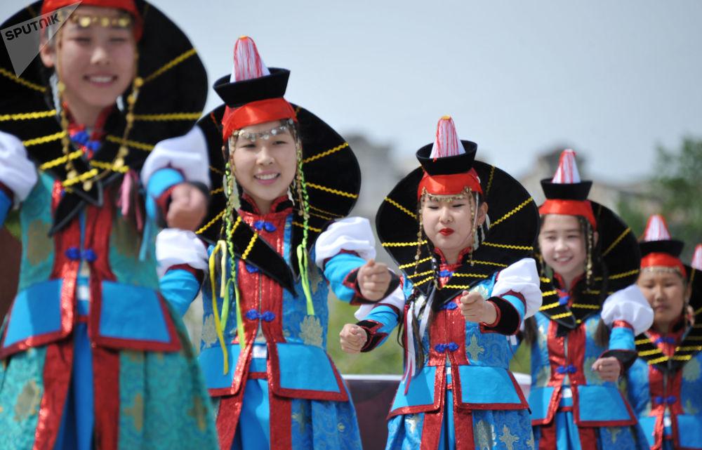 Des participantes à un concert consacré à la Journée de l'enfance à Tchita