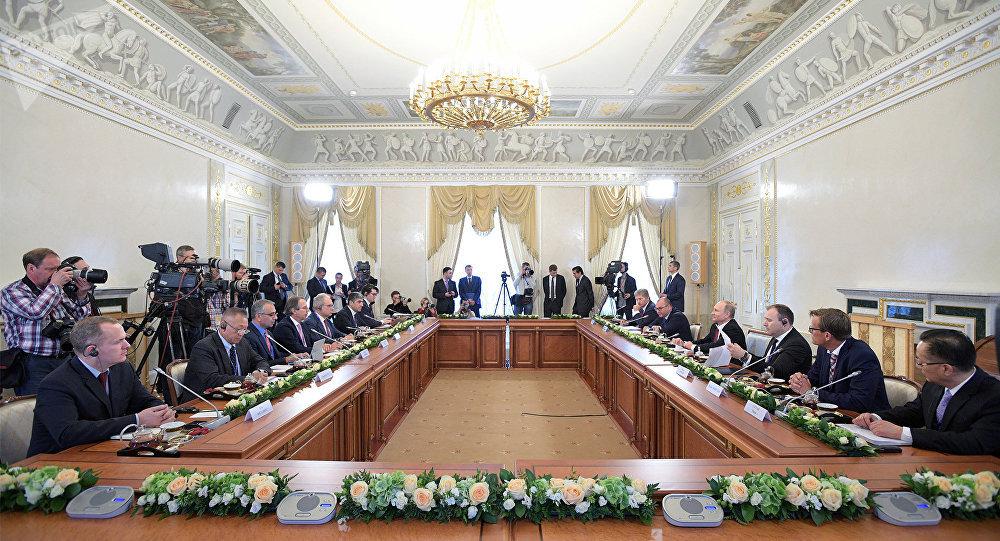 La plus importante délégation au Forum économique de Saint-Pétersbourg était celle des USA