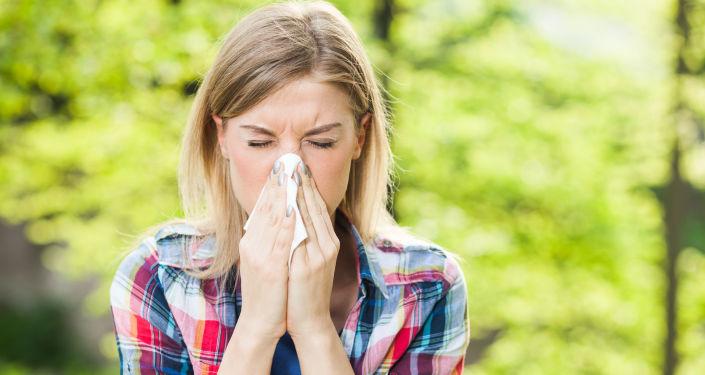 Une femme allergique