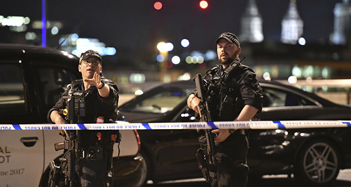 Deux policiers au London Bridge