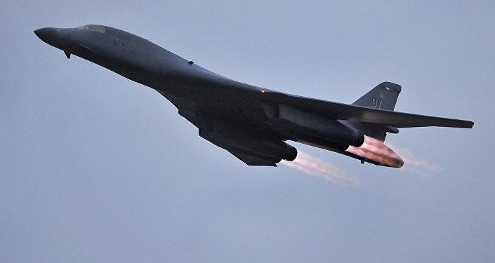 Un bombardier B-1B