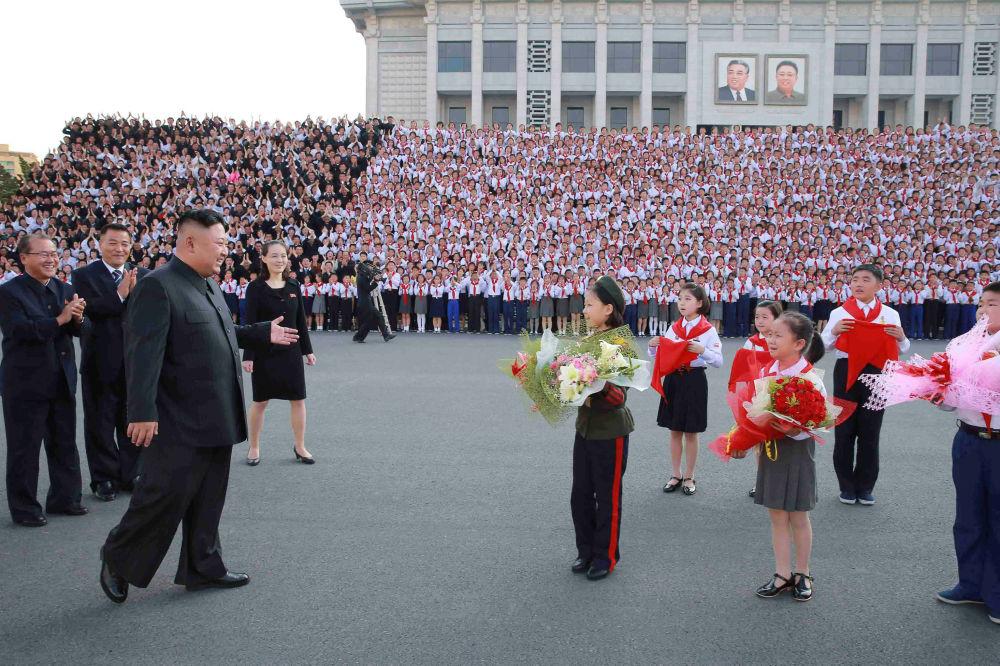 Kim Jong-un au 8e congrès de l'Union des enfants coréens