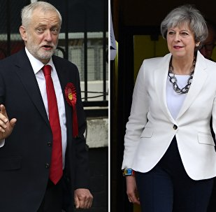Jeremy Corbyn / Theresa May