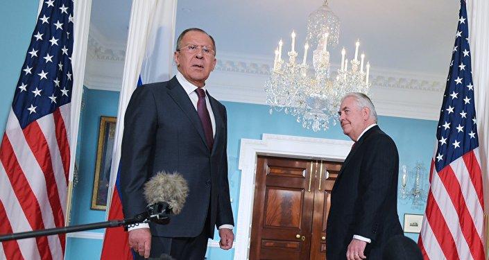 Le ministre russe des Affaires étrangères Sergueï Lavrov et son homologue américain Rex Tillerson