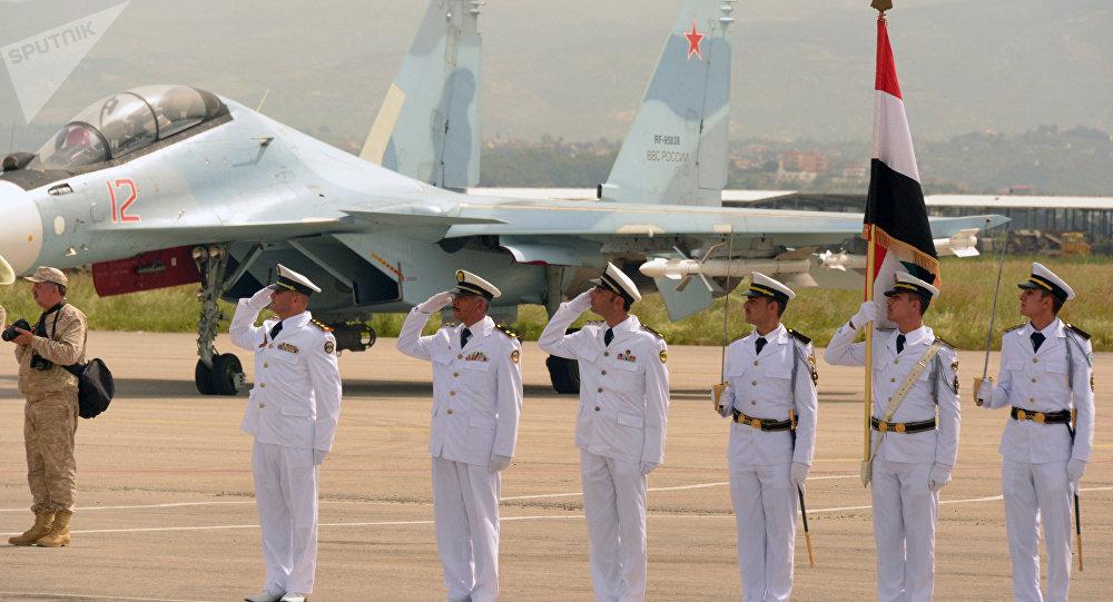 Sur la base aérienne de Hmeimim