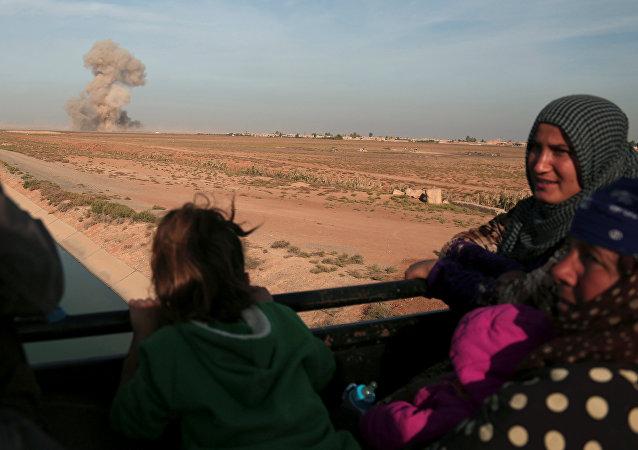 Alternative pour les civils de Raqqa: être bouclier humain ou fuir sur des routes minées