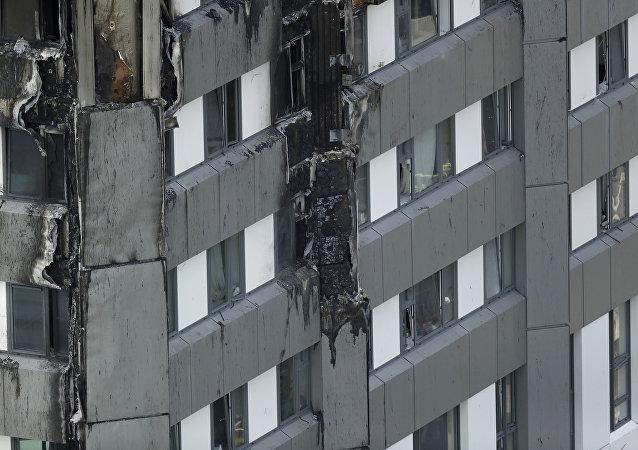 Royaume-Uni: au moins 27 immeubles  pas conformes aux normes anti-incendie