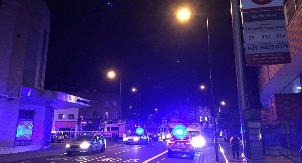 Un camion fonce dans la foule à Londres, plusieurs blessés
