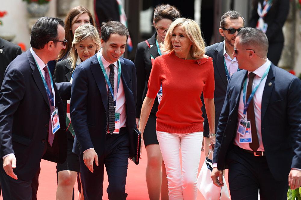 Brigitte Macron Nouvelle Icone De Style Sputnik France