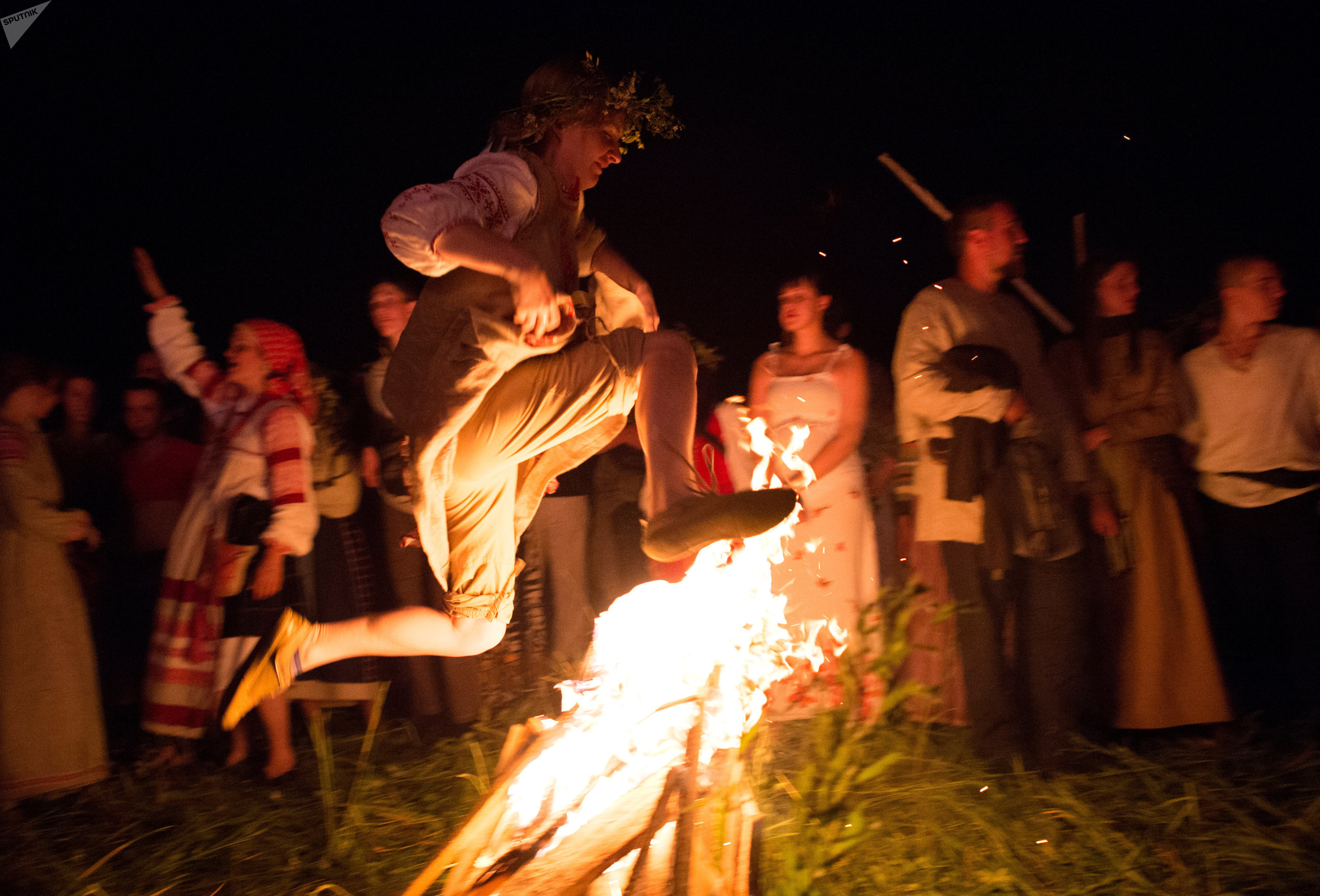 Célébration de la fête païenne de Koupala dans la région de Kalouga