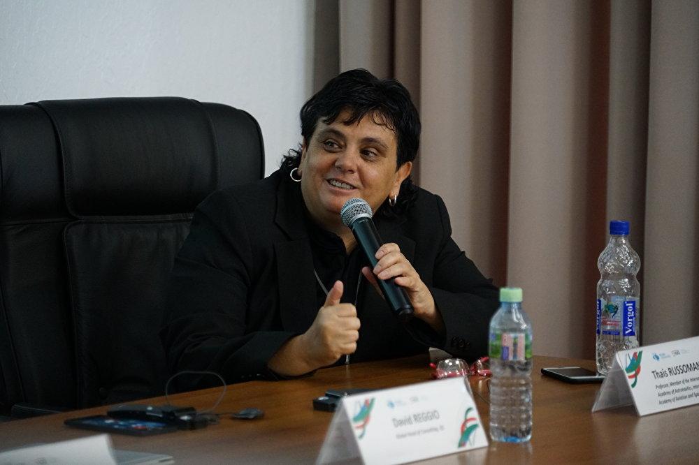 Thais Russomano, pendant une rencontre  à l'Université de l'amitié des peuples à Moscou le 26 juin 2017