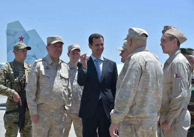 Visite du Président syrien Bachar el-Assad à la base de Hmeimim