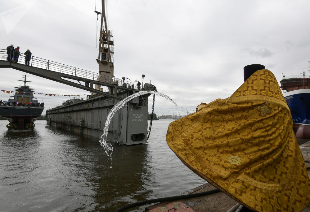 Le lancement de la corvette Gremiachtchiy à Saint-Pétersbourg