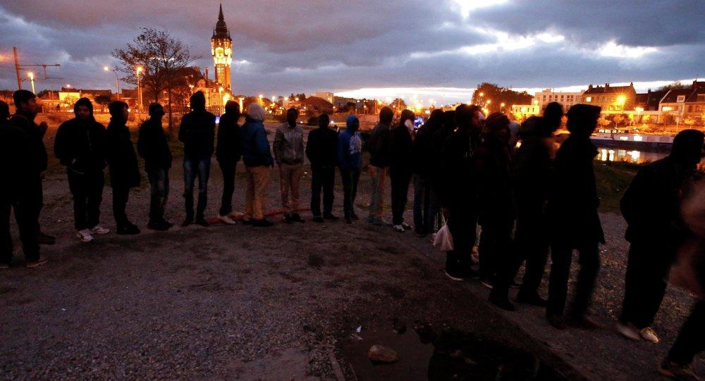 Une rixe éclate entre une centaine de migrants africains à Calais (VIDEOS)