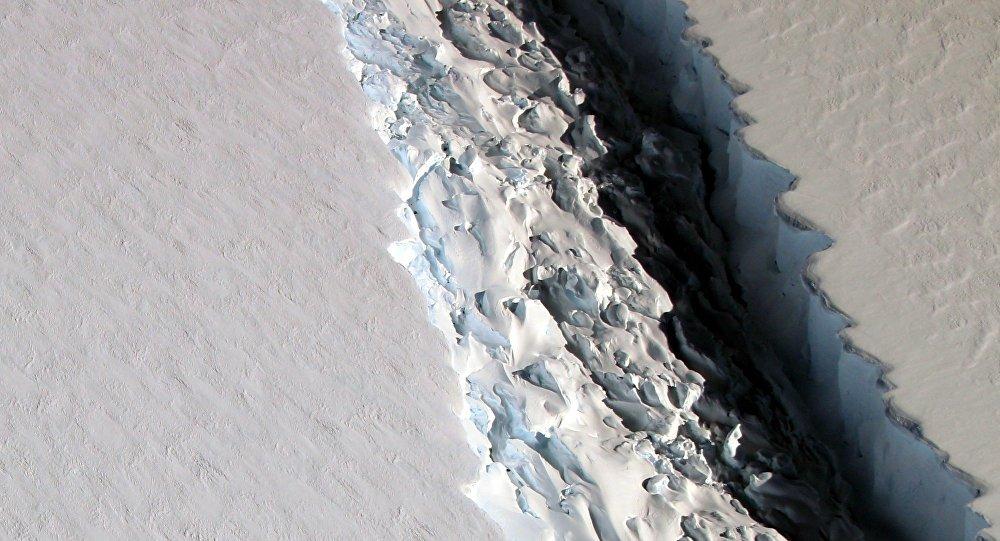 Un iceberg de 5.000 km2 se détache de l'Antarctique à une vitesse colossale
