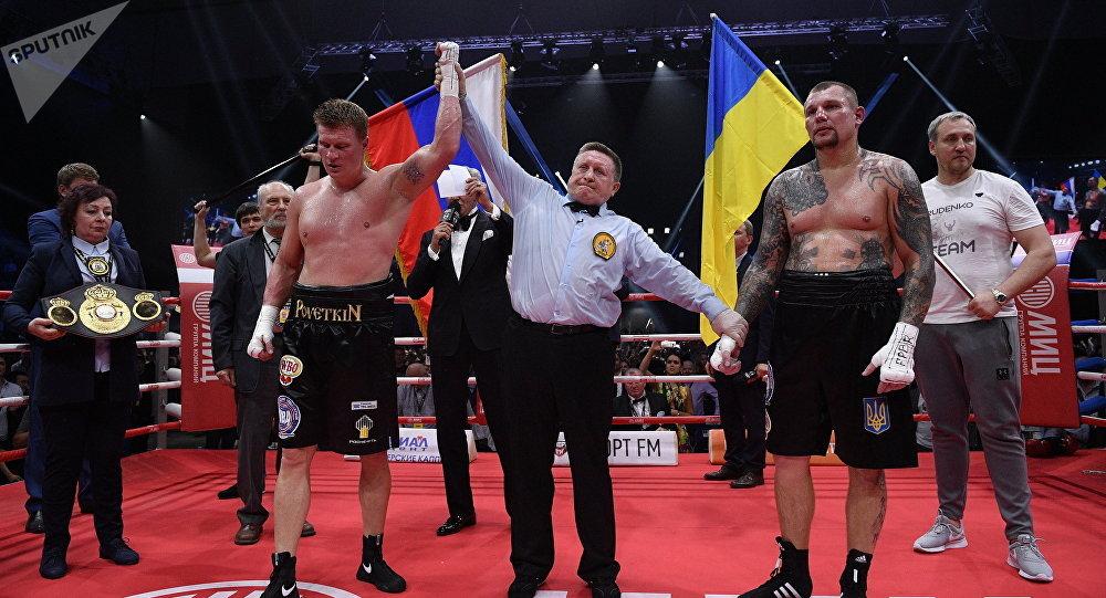 Pas de politique sur le ring: les fans russes de boxe se lèvent pour l'hymne ukrainien