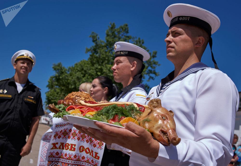 La frégate Amiral Essen est accueillie à Sébastopol