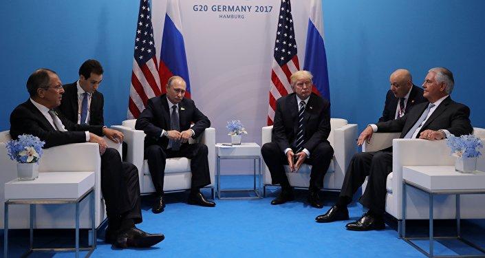 Pour leur première rencontre, ils ne voulaient plus se quitter — Trump-Poutine
