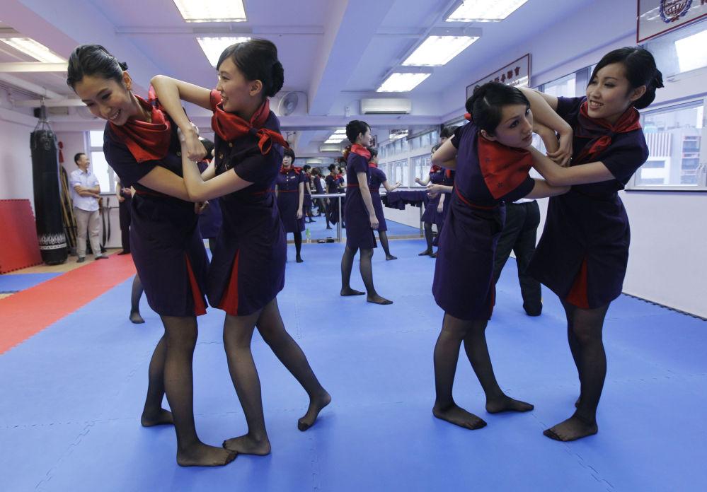 Les jolies filles du ciel: les hôtesses de l'air célèbrent leur fête professionnelle