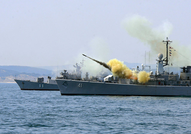 Un navire de la marine bulgare tir un missile anti-sous-marin lors des execices navales Sea Breeze 2014