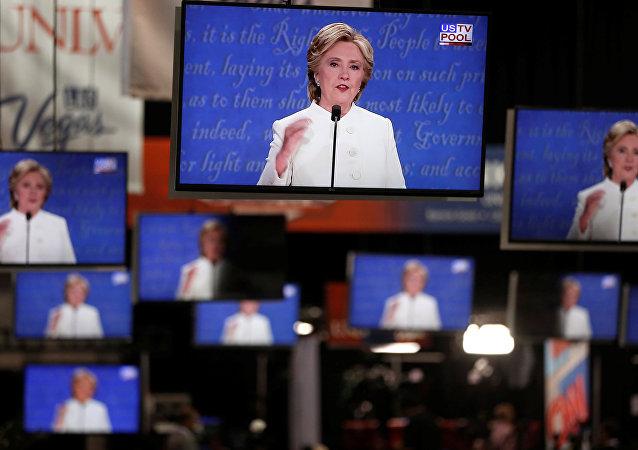 Le nom du prof qui aurait proposé de compromettre Hillary Clinton rendu public