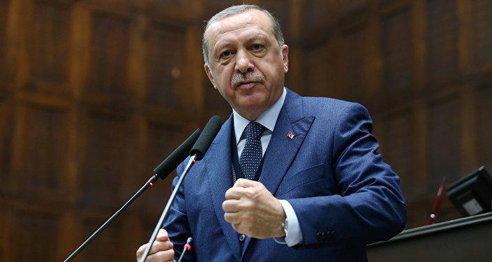 Une photo du jeune Président turc à l'armée publiée