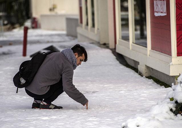 La capitale du Chili grelotte sous la neige