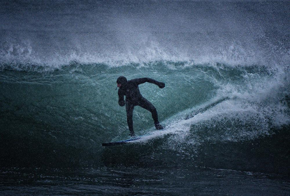 Vent, vagues, et -15 °: surf d'hiver sur le littoral russe du Pacifique