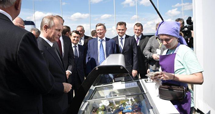 Poutine au salon MAKS-2017