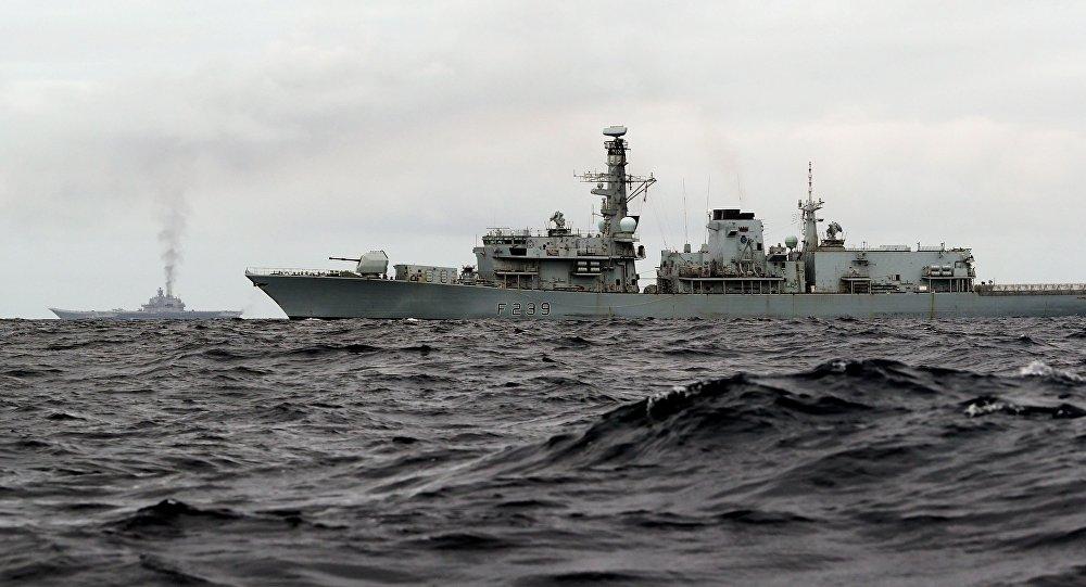 Escorte du 3e âge: une frégate UK de 1992 accompagne des navires chinois